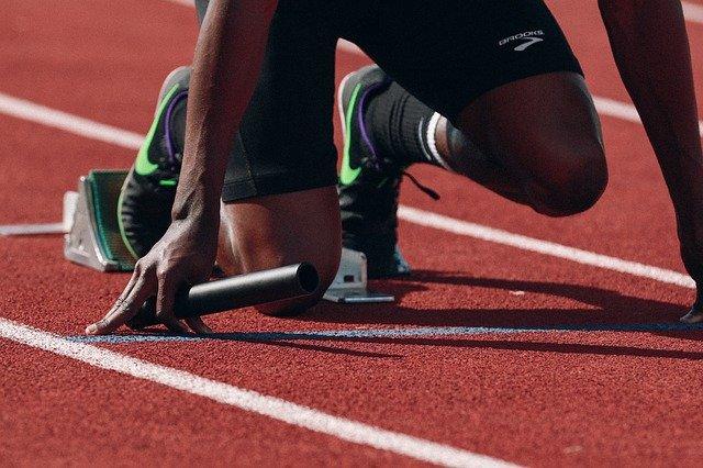 Jaki powinien być materiał do produkcji odzieży sportowej?